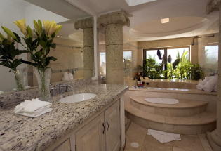 Master bath with Jacuzzi.