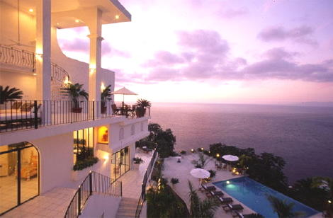 Fabulous villa with breathtaking views of Banderas Bay.